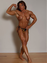 Muscle MILFS - older women and moms into muscle training and bodybuilding