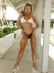 Hot muscle bodybuilding women.