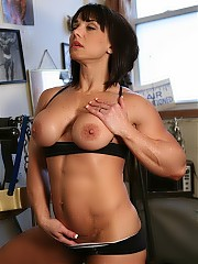 DirtyMuscle featuring Roxie Rain
