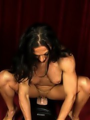 Ripped Vixen gets naked to show off her ripped body and then rides the Sybian.
